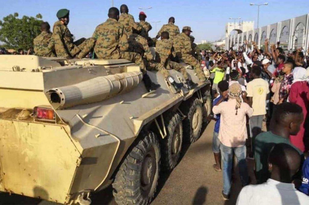 أنباء متضاربة عن انقلاب عسكري جديد في السودان.. فما حقيقة الأمر؟!