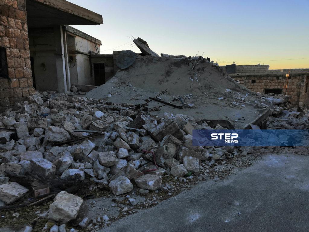 آثار قصف نظام الأسد وحليفته روسيا بالصواريخ العنقودية على مدينة كفرنبل بريف إدلب