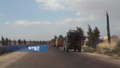 شاهد بالصور .. رتل تركي برفقة فصائل الثوار أثناء سيره على الاتوستراد الدولي جنوب إدلب باتجاه نقطة المراقبة التركية في مدينة مورك بريف حماة الشمالي.
