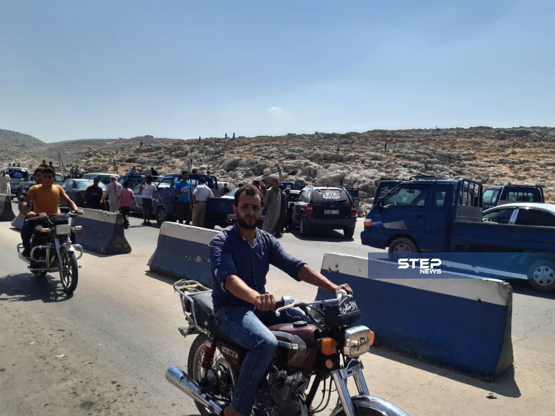مظاهرات حاشدة على معبر باب الهوى الحدودي مع تركيا