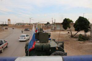 """الشرطة العسكرية الروسية تنتشر بعين العرب """"كوباني"""" تمهيدًا لإخراج """"قسد"""" منها"""