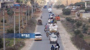 حركة نزوح كثيفة من مناطق جبل الزاوية وريف سراقب باتجاه الحدود مع تركيا هربا من القصف الروسي والسوري