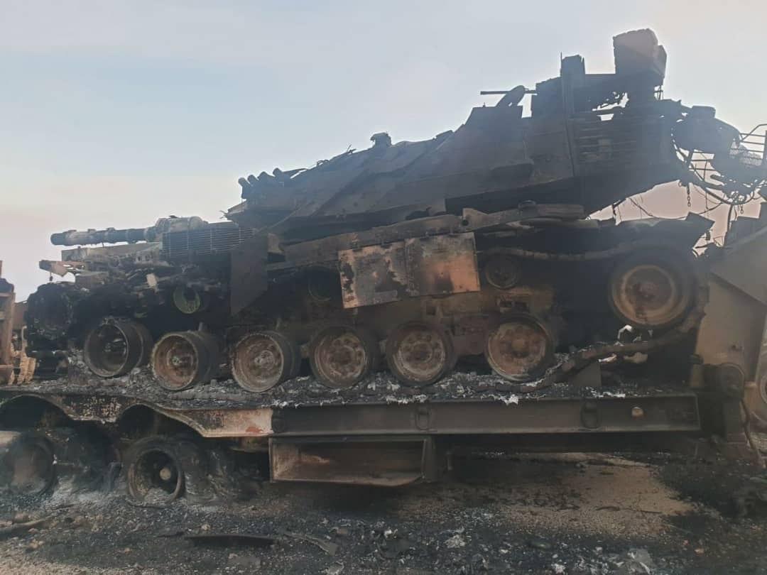 """آليات مدمرة وعربات محترقة.. """"صور مسربة"""" من داخل نقطة المراقبة التركية بقرية الترنبة"""