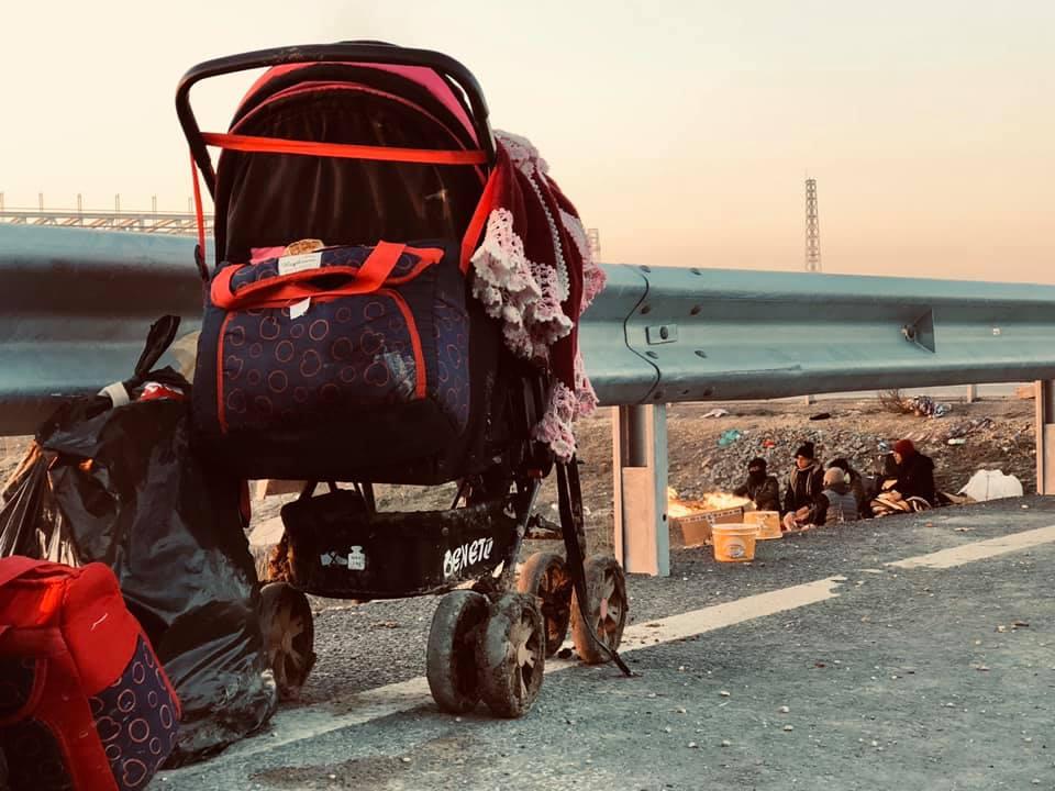 بالفيديو والصور|| اشتباك بين اللاجئين السوريين والأمن اليوناني.. والسلطات التركية تكشف عن الأعداد التي غادرت أراضيها