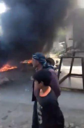 بالفيديو|| حرق إطارات ومظاهرات.. الأهالي غاضبون من تحرير الشام بسبب معبر الغزاوية