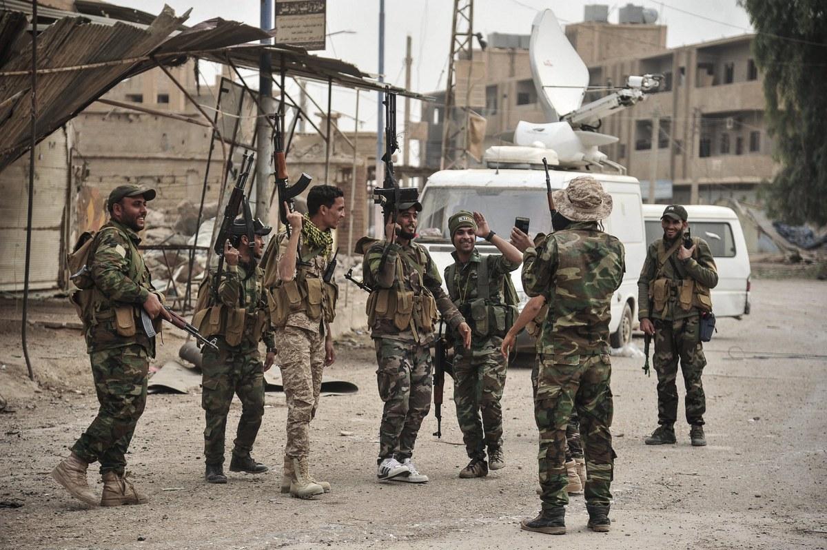 الميليشيات الإيرانية والعراقية تمنع النظام السوري من تطبيق الحظر بريف البوكمال.. والهدف