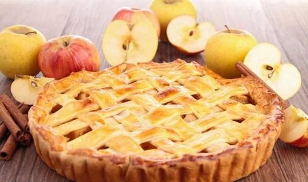 طريقة عمل فطيرة التفاح في 10 دقائق