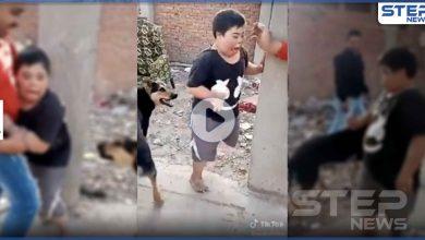 غضب مصري عارم على شابين أرهبا طفل من ذوي الاحتياجات الخاصة بكلب.. والسلطات تتحرك (فيديو)