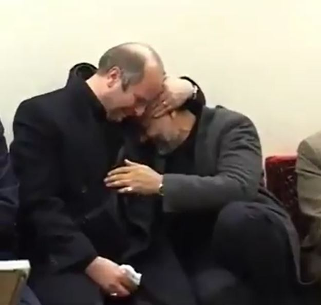 بالفيديو || منذ 15 عامًا.. لماذا بكى قاسم سليماني في أحضان رئيس البرلمان الإيراني الجديد