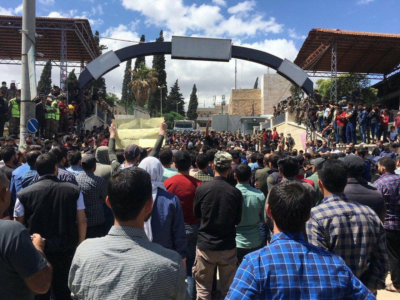 بالفيديو || بعد حادثة القنبلة بـ عفرين .. مطالبات بالقصاص وإخراج الفصائل العسكرية من المدينة