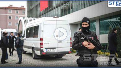 بالفيديو || بسكين وقضيب حديدي.. رجل يهاجم الأطباء بمركز صحي غرب اسطنبول