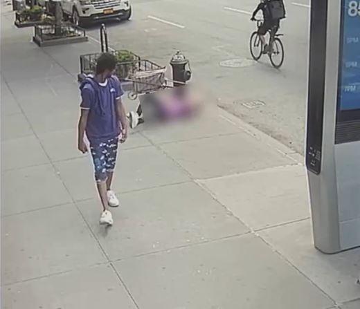 بالفيديو   شاب أمريكي أسود يعتدي على مسنة تسعينية مسببًا لها جروحًا وصدمة نفسية