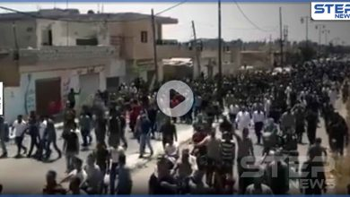 """بالفيديو   """"ضبي كلابك يا إيران"""".. مظاهرة بالآلاف في بصرى الشام هي الأكبر من نوعها منذ أعوام"""