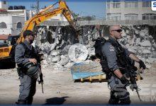 """بالفيديو   """"راح نرجع نعمر"""".. بهذه الكلمات واجه مسن فلسطيني الجيش الإسرائيلي خلال هدم منزله"""