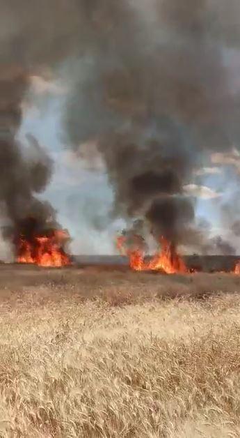 الجيش التركي ينتشر بشكل نوعي بهذه المناطق بإدلب.. والقصف يسبب حرائق جنوبًا (فيديو)