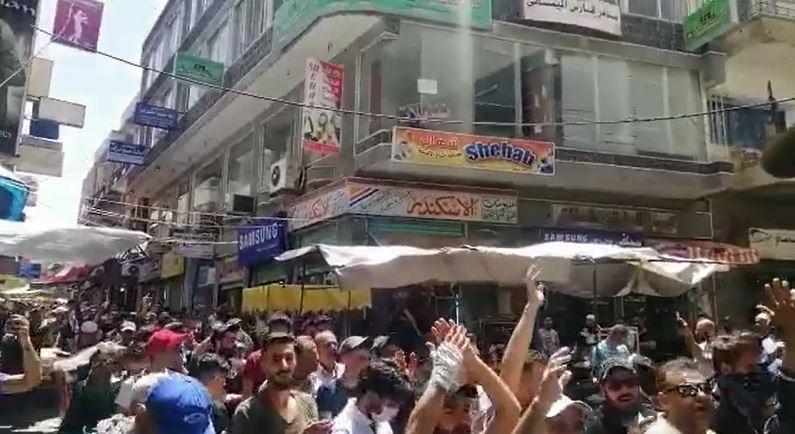 بالفيديو|| لليوم الثاني على التوالي.. مظاهرات في السويداء تطالب برحيل الأسد