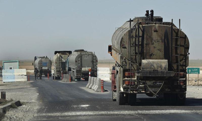 """بعيد افتتاح طريق الـ""""M4"""".. شركات القاطرجي تبدأ نقل النفط من الرقة للنظام السوري"""