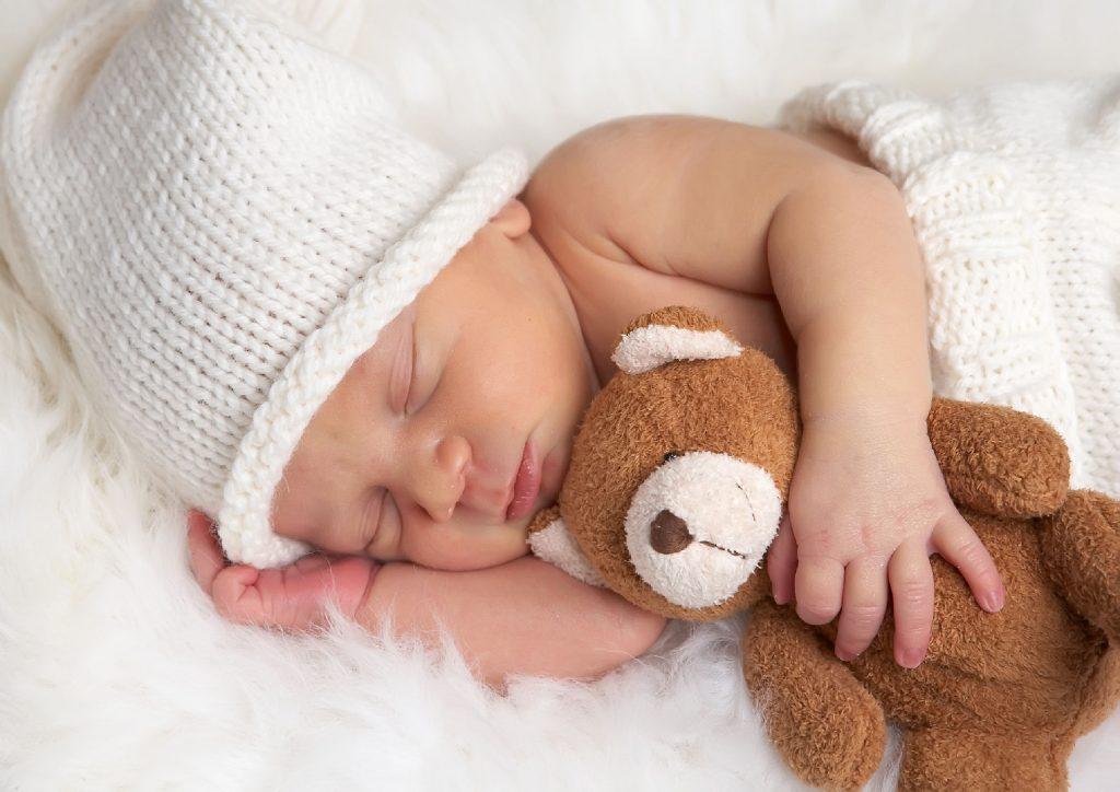 متى ينتظم نوم الطفل حديث الولادة وما هي الطرق المناسبة لذلك