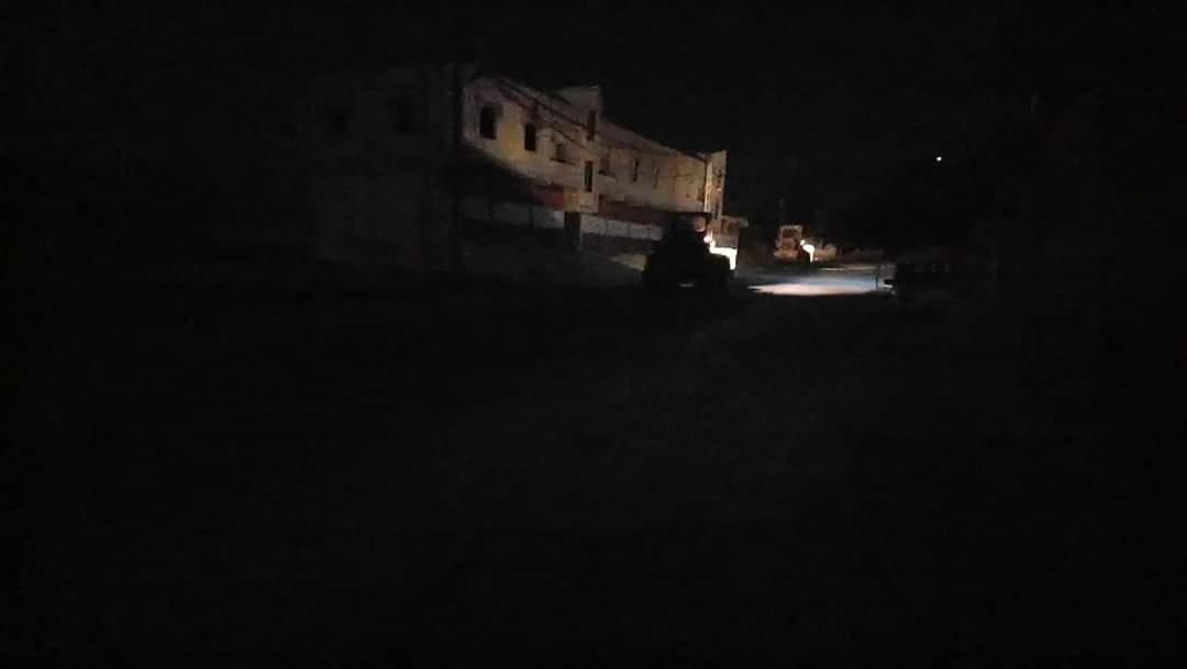 بالصور|| النظام السوري يستخدم المجنزرات والسواتر الترابية لإغلاق بلدة في ريف دمشق