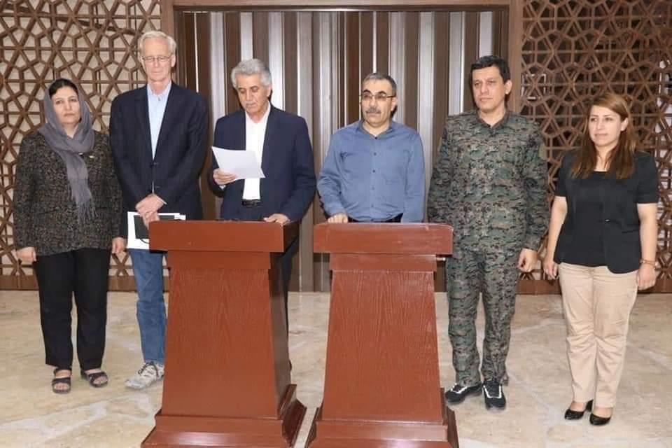 أكراد سوريا يعقدون اتفاق وحدة سيؤدي لجيش مشترك.. ما هي اتفاقية دهوك!