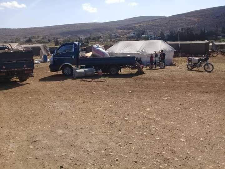 موجة نزوح ثانية لآلاف المدنيين.. وتحركات عسكرية تنذر ببوادر معركة بإدلب (صور)