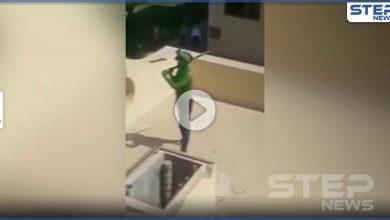 """بالفيديو   لحظة قتل الأمن المصري رجلاً """"أخضر"""" غريب اقتحم مبنى الإنتاج الإعلامي وأثار فوضى"""