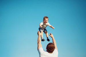 6 أخطاء شائعة بالتعامل مع الطفل احذر منها فقد تؤدي لعلل دائمة