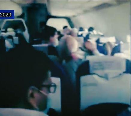 بالفيديو   صراخ وبكاء النساء وقراءة قرآن.. ردة فعل ركاب طائرة تعرضت لاهتزاز كاد يسقطها