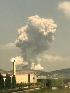 بالفيديو || دعوات لالتزام المنازل.. انفجارات متتالية لأطنان من الألعاب النارية في سكاريا التركية