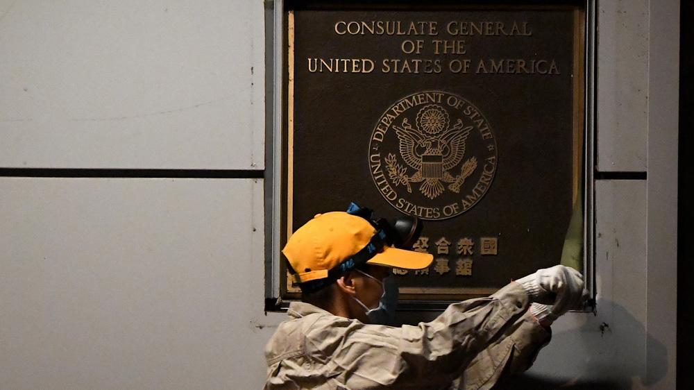 شاهد   العلم الأمريكي ينكس للمرة الأولى من مبنى القنصلية في تشنغدو الصينية
