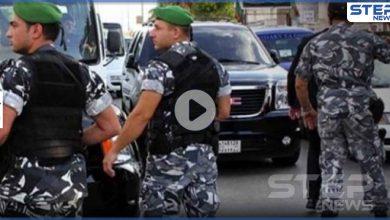 بالفيديو|| شجار بين القوات اللبنانية وسوريين يزيلون مخلفات تفجير بيروت وتدخل لافت لشبان لبنانيين
