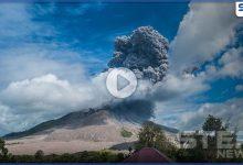 بالفيديو|| بركان إندونيسيا المدمر.. يعود للثوران من جديد وينفث أعمدة دخان بارتفاع 5 ألاف متر