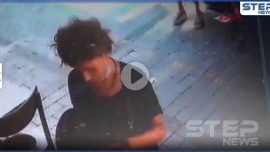 حادثة تُشعل الإعلام التركي.. امرأة تتبول وسط الشارع في إزمير وهي تبتسم (فيديو)