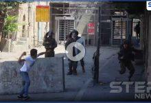 بالفيديو   شاب فلسطيني يهاجم بالحجر وحده 8 جنود إسرائيليين مسلحين في الخليل