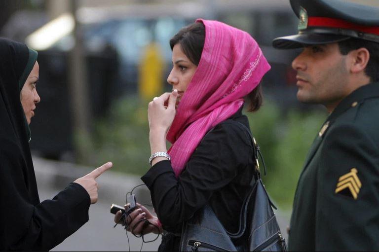 """حملة ضد النساء في إيران بحجّة محاربة """"الرذيلة"""""""