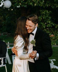 أصغر رئيسة وزراء في العالم تتزوج والد طفلتها بعد علاقة 16 عاماً (صور)