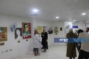 """ستيب نيوز ترصد أجواء فعالية معرض """"بكرا أحلى"""" لـ الفن التشكيلي بمدينة إدلب"""