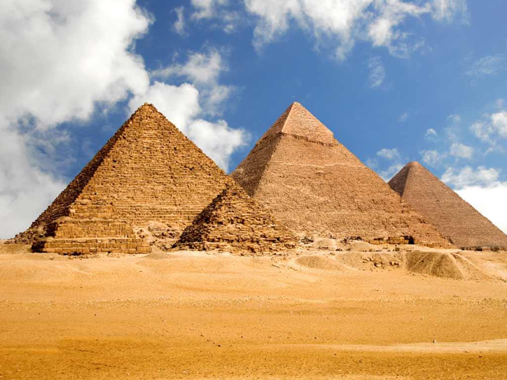 أشهر المعالم السياحية في العالم - الأهرامات