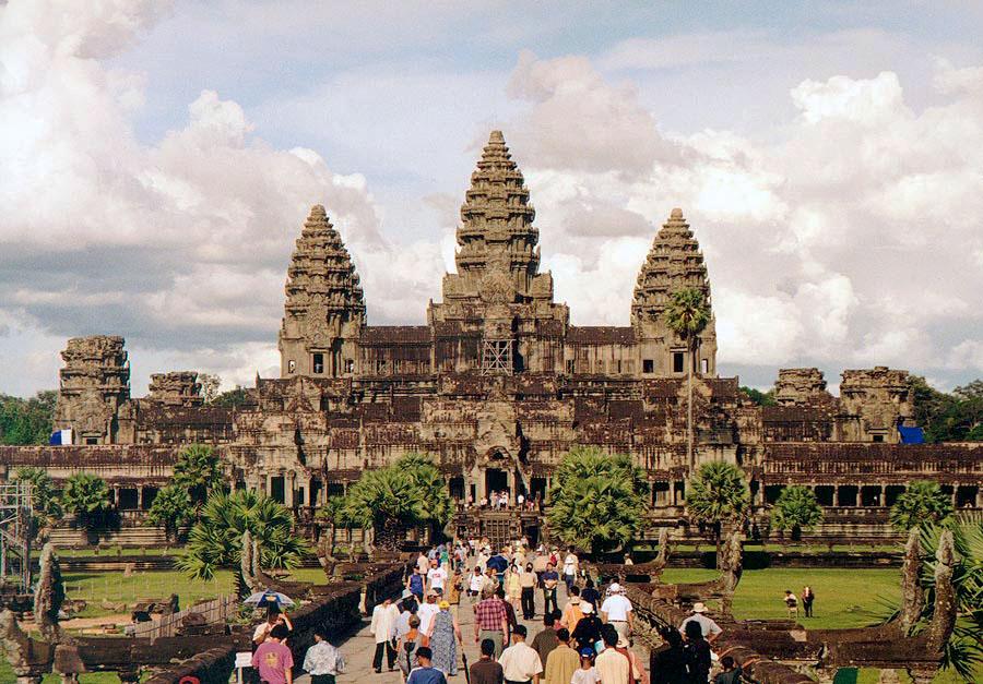 أشهر المعالم السياحية في العالم - معبد أنغكور وات