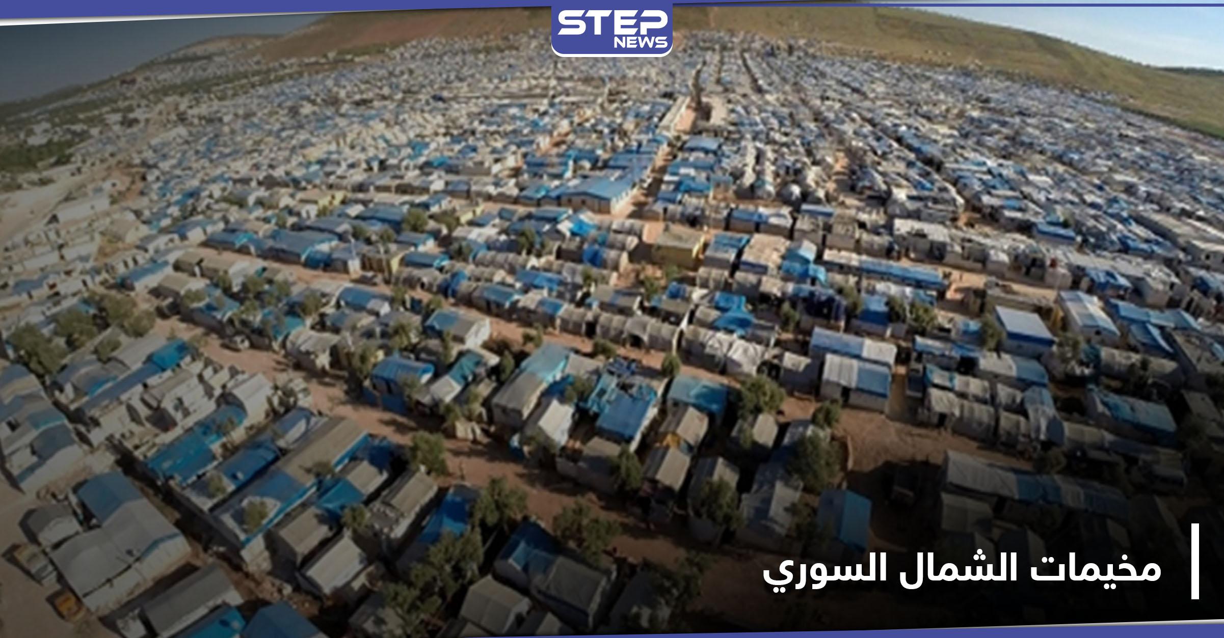سقوط عجوز مغمى على الأرض من حرارة الشمس في مخيمات الشمال السوري