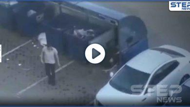 بالفيديو|| طلب منها ألا تتبعه.. رجل يحمل صديقته على أكتافه ويرميها بحاوية القمامة