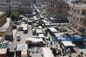 مشاهد من ازدحام سوق الأربعاء بمدينة إدلب رغم ارتفاع معدلات إصابات فيروس كورونا بالمحافظة