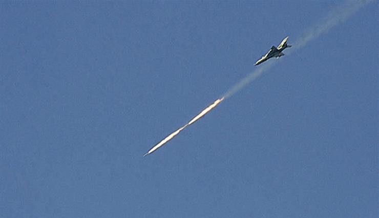 بعد ساعات من قصف الـ T4.. طيران مجهول يقتل جنرالات ويدمر مواقع حزب الله والحرس الثوري