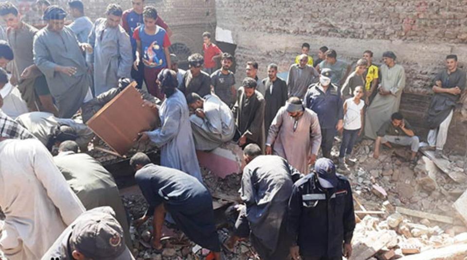 شاهد|| قتلى وجرحى في انهيار منزلٍ سكني بمحافظة سوهاج في مصر
