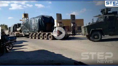 بالفيديو|| تعزيزات عسكرية تركية ضخمة تضم مدافع وعربات ثقيلة تدخل إدلب.. فما أهدافها