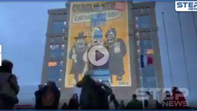 بالفيديو|| تقديراً للمدرس القتيل.. إعادة عرض رسوم تشارلي إيبدو المسيئة للأديان وسط حراسة رسمية