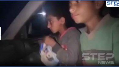 بالفيديو|| 5 ليرات يتقاسمها طفلين سوريين يومياً لأجل تأمين ثمن ربطة خبز