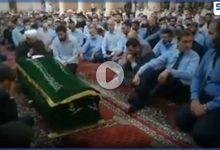 بالفيديو|| ممثلاً للأسد يشارك بتشييع محمد عدنان الأفيوني.. وإمام مسجد في اعزاز يعزي به