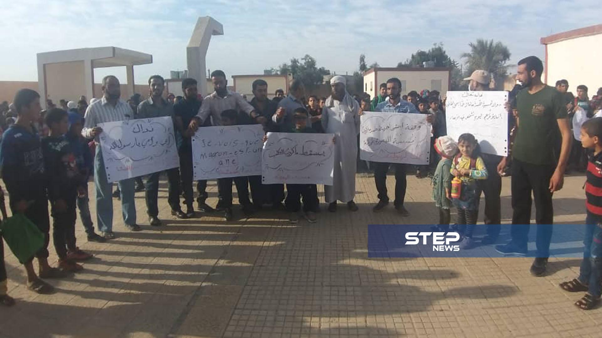 وقفة احتجاجية من قبل طلاب ومعلمي مدينة البصيرة في ديرالزور