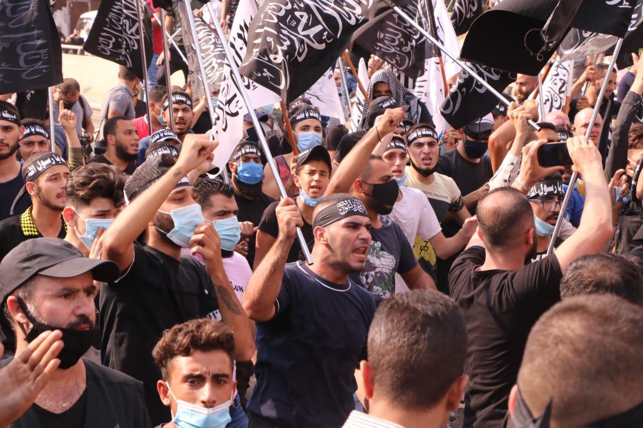 بالفيديو || تظاهرة في بيروت باتجاه السفارة الفرنسية رفضًا للإساءة إلى النبي محمد